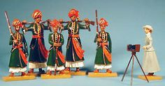 http://www.nomastedio.com/Regimientos-soldados/91-Kashmiri-Giants-with-Gertrude-Bell.jpg