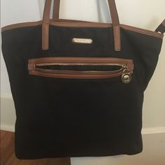 Michael Kors tote Michael Kors tote bag. Perfect for everyday use and super cute! The only part of the bag that isn't in perfect condition is the straps as shown in the picture. It's a medium sized bag. It fit my books for class perfectly! Michael Kors Bags Totes
