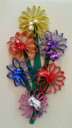 TPR posy - use T-paper roll cuts and paint! Toilet Paper Roll Art, Toilet Paper Roll Crafts, Christmas Crafts, Christmas Decorations, Crafts For Seniors, Quilling, Paper Flowers, Diy And Crafts, Projects To Try