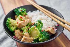 Wokret med kylling og broccoli - Mad for Madelskere Wok, Food Hacks, Food Tips, Potato Salad, Meat, Chicken, Vegetables, Ethnic Recipes, Random