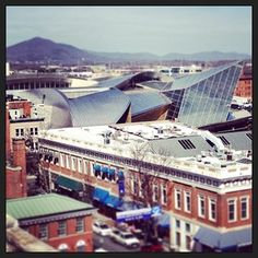 The #Taubman #Art #Museum from the roof of Center in the Square in #Roanoke, #VA. https://apps.statigr.am/feed/web/front/feeds/27770033112/detail