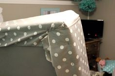 How to cover an ugly box spring in fabric and make your bed and bedding look extra crisp and pulled-together! -- for my office/guest room Cama Box, How To Make Box, Make Your Bed, Upholstered Box Springs, Box Spring Cover, Up House, Diy Bed, Bed Styling, Decoration