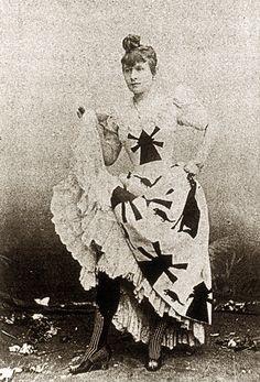 Le Goulue-3 avec le Moulin Rouge sur sa robe