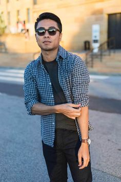 This article features early fall style, particularly what you'll want to wear to help you transition from summer to fall in style. Fall Fashion Staples, Fashion Essentials, Autumn Fashion, Style Essentials, World Of Fashion, Mens Fashion, Fashion 2020, Daily Fashion, Best Affordable Watches