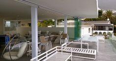 HILLALDAM'S STACKAWAY 150GL FRAMELESS GLASS DOORS REINVENTS OUTDOOR LIVING FOR A CAMPS BAY PENTHOUSE