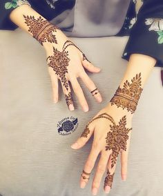 Mehndi design makes hand beautiful and fabulous. Here, you will see awesome and Simple Mehndi Designs For Hands. Khafif Mehndi Design, Mehndi Designs Book, Full Hand Mehndi Designs, Modern Mehndi Designs, Mehndi Designs For Girls, Mehndi Design Photos, Mehndi Designs For Fingers, Dulhan Mehndi Designs, Beautiful Henna Designs
