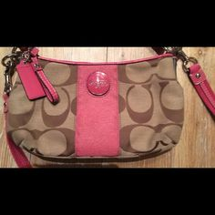 Coach Pink Purse I used this a hand full of times. Excellent Condition💕💕💕💕. Coach Bags Crossbody Bags