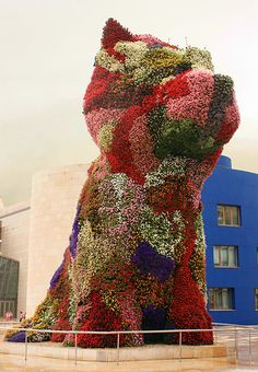 Puppy by Jeff Koons at the entrance of the Guggenheim Bilbao. I went there when I was pregnant :) Ikebana, Jeff Koons Art, Modern Art, Contemporary Art, Foto Instagram, Animal Projects, Installation Art, Art Installations, Public Art