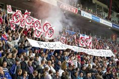Niet alle supporters zijn even blij met concerten stadium. Het zou de sfeer in een stadion verpesten.