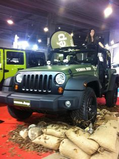 JEEP WRANGLER MILITARY GREEN