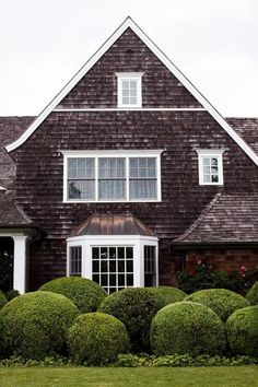 Shingle Style House with Bay Window Exterior Design, Interior And Exterior, Black Exterior, Shingle Style Homes, Beach Cottage Style, Bay Window, Cabana, Bungalows, Architecture Details