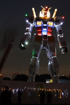 Gundam in #Odaiba #Tokyo. In 2011 a 1/1 scale Gundam Rx-87 was built. This mobile suit was 18m tall!