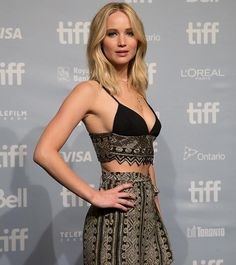 Jennifer Lawrence gets glam while promoting her new movie mother!, at the 2017 Toronto International Film Festival!press conference on Sunday (Sept in Toronto, Canada. Jennifer Lawrence Diet, Hunger Games, Jeniffer Lawrance, Jenifer Lawrens, Happiness Therapy, Jennifer Laurence, Weight Loss Workout Plan, Celebs, Celebrities