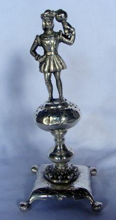 Paliteiro em prata de lei brasileira, século XIX, possui 2 contrastes, 20cm