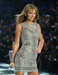 I want Taylor Swift ' dress from the vs fashion show!