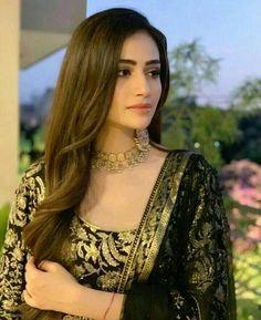 Pakistani Party Wear Dresses, Designer Party Wear Dresses, Punjabi Dress, Punjabi Suits, Stylish Girls Photos, Stylish Girl Pic, Girl Pictures, Girl Photos, Pakistani Actress