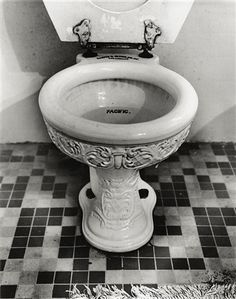 Imagine The Possibilities With These Home Improvement Ideas Victorian Toilet, Victorian Life, Victorian Bathroom, Victorian Homes, Outside Toilet, Toilet Sink, Bowl Designs, Vintage Bathrooms, Pretty Designs