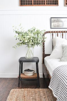 Zimmer Summer Colors Tour - green in the guest bedroom Your Tip for Calming Fussy Babies Could Be a Guest Bedroom Decor, Guest Bedrooms, Home Bedroom, Bedroom Ideas, Master Bedroom, Kids Bedroom, Bedroom Furniture, Summer Bedroom, Fall Bedroom