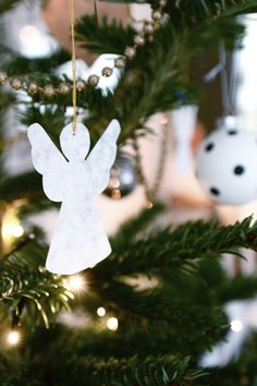 &SUUS: Christmas with kids: Marble Angels   ensuus.blogspot.nl   Black and white decoration   DIY  