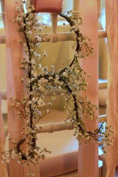 Vintage door wedding decor babies breath ideas - Decoration For Home Wedding Hair Flowers, Flowers In Hair, Purple Table, Wedding Ceremony Decorations, Backdrops, Breathe, Babies Breath, Trendy Wedding, Wedding Bride