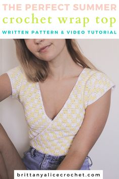This checkered wrap top is the PERFECT summer crochet top! This crochet crop top pattern is such a fun little project. It's best for intermediate crocheters, but without the checker pattern it's suitable for the advanced beginner crocheter! Crochet Summer Tops, Crochet Crop Top, Crochet Blouse, Knit Crochet, Crochet Tops, Crochet Skirts, Crochet Mignon, Crochet Vintage, Crop Top Pattern
