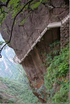 Cliff-Path-Huangshan-Mountain-China