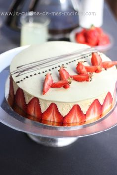 Strawberry with muslin cream pastry . Sweet Recipes, Cake Recipes, Dessert Recipes, Köstliche Desserts, Delicious Desserts, Dessert Decoration, Pastry Cake, Let Them Eat Cake, No Bake Cake