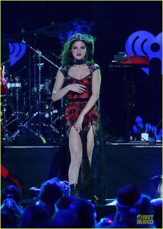 Selena Gomez Bares Midriff Backstage at Z100's Jingle Ball! | selena gomez bares midriff backstage at z100 jingle ball 18 - Photo