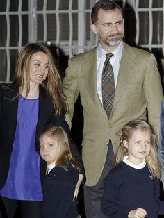 La Reina acompañada por los Príncipes de Asturias y las Infantas Leonor y Sofía ha visitado hoy al Rey en el Hospital ... Seguir Leyendo