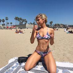 Beach day with w/ @jennleezy