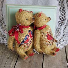 #коллекциярождественскоенастроение #мишкисветымихайловой#мишкасвышивкой#снегири#вышивкакрестиком#вышивкабисером#handmadebear#bears#teddy#teddybär#teddylove