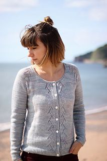 Margot (Lady) is a mid-season cardigan which features a lace raglan and a lace panel on the front. The neckline is finished by an I-cord, and the sleeves and body hem by twisted ribbing. Diy Knitting Cardigan, Lace Cardigan, Cardigan Pattern, Sweater Knitting Patterns, Easy Knitting, Knitting Basics, Cardigan Design, I Cord, Ravelry