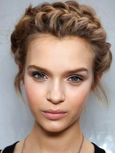 Up do's to hide split ends http://www.primped.com.au/blogs/five-updos-that-hide-split-ends