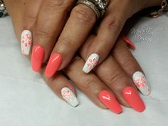 Coral and white nails with flower detail Coral Acrylic Nails, Coral Pink Nails, Coral Nail Art, Coral Nails With Design, Peach Nails, Summer Acrylic Nails, Neon Nails, Pastel Nails, White Nails