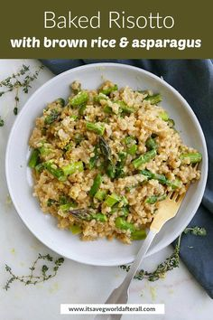 This easy and delicious risotto requires no stirring! Learn how to make a healthy risotto in the oven with short grain brown rice and fresh asparagus. It's a delicious meal featuring Vegetable Appetizers, Healthy Vegetable Recipes, Healthy Vegetables, Vegetable Dishes, Veggies, Healthy Food, Healthy Eating, Asparagus Recipe, Fresh Asparagus