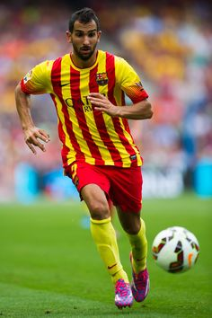 Martin Montoya of FC Barcelona runs with the ball during the La Liga match between FC Barcelona and Athletic Club at Camp Nou on September 13, 2014 in Barcelona, Catalonia.