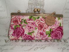 Joisys®  Große Bügeltasche Schminkbox Rosen pink von Joisys® Bügeltaschen auf DaWanda.com