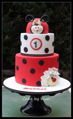 """I like the top layer, but instead of do the plaque with """"Kinley"""". Fondant Cakes, Cupcake Cakes, Ladybird Cake, Cake Push Pops, Ladybug Cakes, Cake Decorating Courses, Novelty Cakes, Birthday Cake Girls, Girl Cakes"""