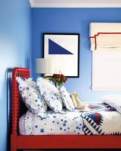 Happy Memorial Day! We're feeling inspired by the patriotic color palette at @saragilbaneinteriors's Long Island home.