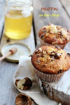 MUFFIN CON NOCI E MIELE | Dolci di frolla Oat Muffins, Breakfast Muffins, Torte Cake, Cheesecake, Small Cake, Sweet Recipes, Sweet Tooth, Sweets, Eat