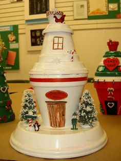 Santa's Village, Pot Clay acrylic paint hot glue hot glue gun and decorations, Holiday Project Mehr Flower Pot Art, Clay Flower Pots, Flower Pot Crafts, Clay Pot Projects, Clay Pot Crafts, Holiday Crafts, Painted Clay Pots, Painted Flower Pots, Diy Cadeau Noel