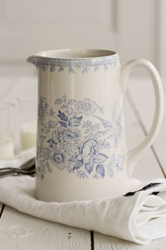 This post is about Burleigh pottery, a type of transferware made by hand in England. Blue And White China, Blue China, Love Blue, Café Chocolate, Shabby, Country Blue, White Cottage, Vintage China, Vintage Dishes