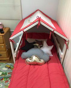 Com design diferenciado e multifunção, é possível utilizar um projeto personalizado para criar uma cama onde os pequenos possam dormir e brincar.