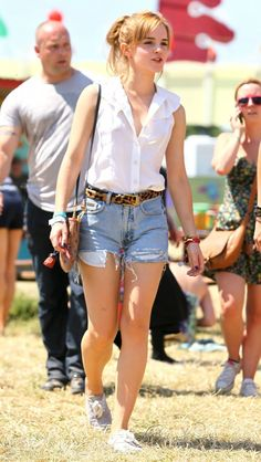 Emma Watson. Glastonbury. This outfit is so good. Simple.