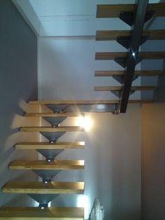 Escalier double quart tournant limon acier et marches en Méléze Plus