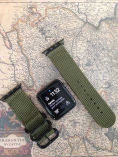 Stilvolles, starke und komfortables Apple Watch Band  ZULU-STIL Einzigartige Zulu Stil Apple Armband mit schwarzen Ringen, perfekte Kombination mit der Apple Watch Space Grau Sport Edition.  Silberringe für eine ausgezeichnete Übereinstimmung mit Silber Apple Watch finden Sie auf: https://www.etsy.com/nl/listing/255979533/zulu-strap-2-piece-for-apple-watch-apple  DESIGN Grün  NYLON Nylon von sehr hoher Qualität, innerhalb von Tagen die Band zu gründen, um Ihr Handgelenk. Bauen Sie für die…