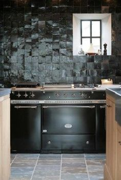 Ideas For Kitchen Black Wall Tiles Kitchen Colors, Kitchen Flooring, Kitchen Backsplash, Kitchen Cabinets, Kitchen Interior, New Kitchen, Kitchen Decor, Crazy Kitchen, Kitchen Wood