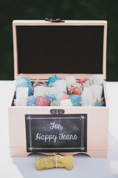 a box of hankies for happy tears // photo by Braun Photography // http://ruffledblog.com/cincinnati-summer-wedding