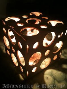 Ma lampe Point - CarréTrouvez pleins d'autres idées déco récup'sur le blog : MONSIEUR RÉCUP'