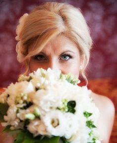 Trucco, acconciatura e bouquet per sposa